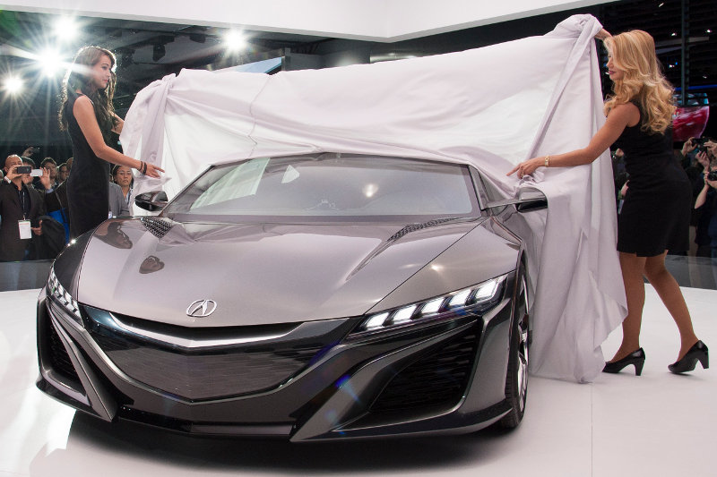 Some women unveiling yet another NSX concept, yesterday