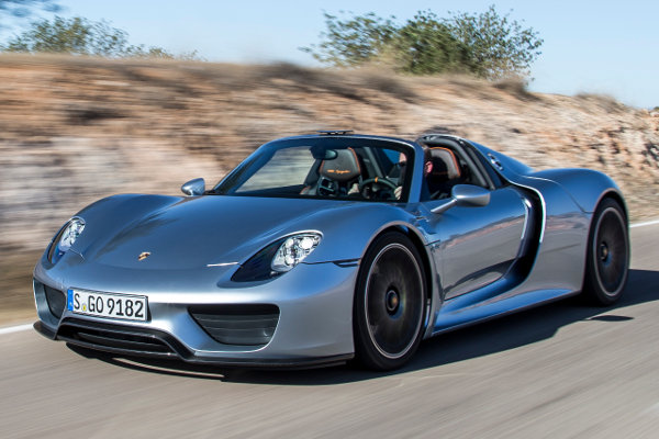 The Porsche 918 Spyder is lonely and waiting for your call, yesterday